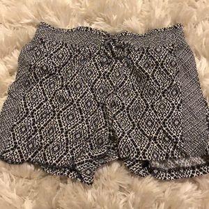 Pants - patterned flow shorts